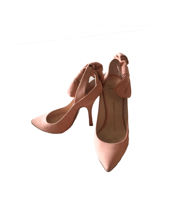 Suede leather pointed toe Pump with side bow Size 36