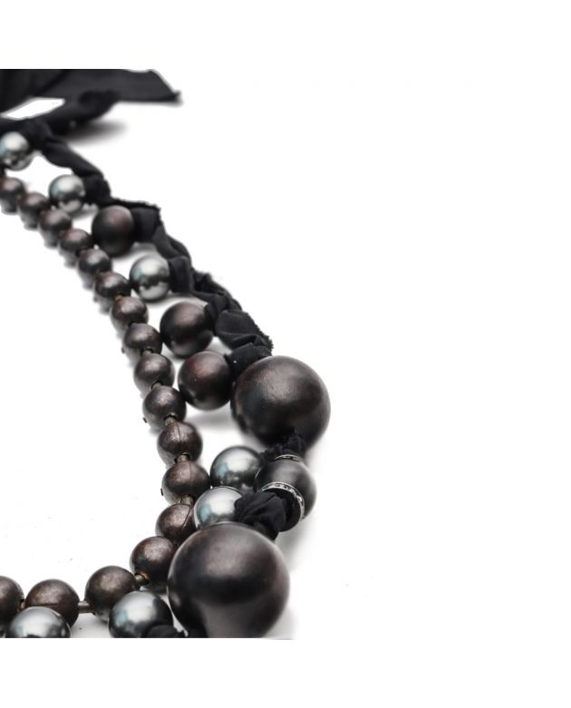 Black beaded pearl collar necklace